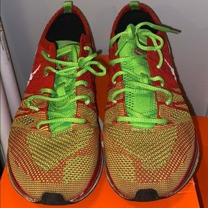 Nike fly knit trainer GS size 6